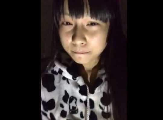 【JCロリ動画】暗い部屋で指ズッボズッボ入れてる中学生っぽい少女さんのオナニーいやらし過ぎwww