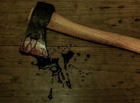 【グロ動画】斧を振り下ろしてトドメを・・・ 残酷に殺害された死体を処理してる現場が怖すぎる