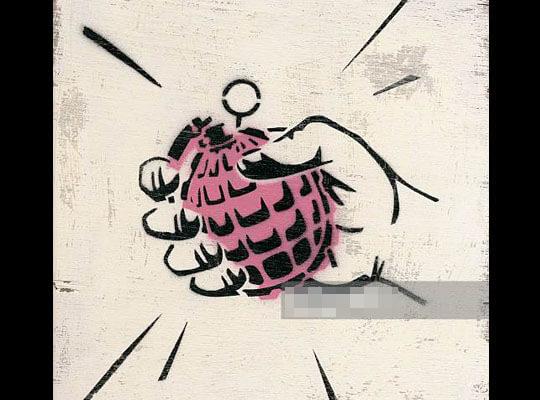 【衝撃】「見とけよ見とけよ~」って手榴弾の使い方をレクチャーする男 即爆発で手が・・・