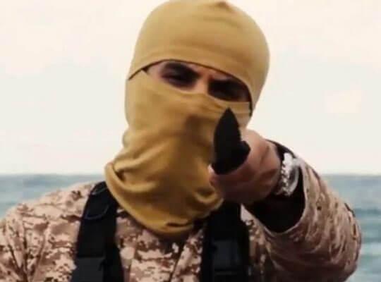 【グロ動画】「アッラー!」負傷兵を無慈悲に斬首し生首もって雄叫びをあげていくイスラム国兵士・・・
