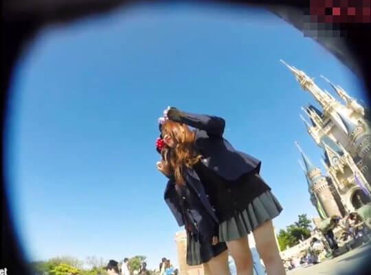 【パンチラ】修学旅行?某夢の国で盗撮された無防備な女子校生パンツとかwww