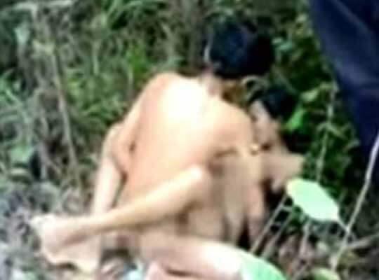 【無修正 jc】ロリ少女を茂みの中で少年が犯していくガチレイプ動画を見つけたんだが・・・・