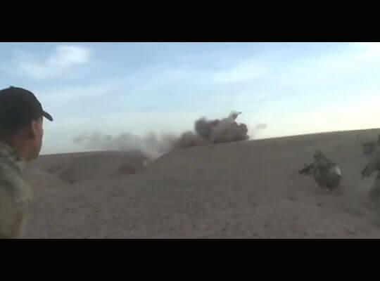 【衝撃】投げられた手榴弾によって敵兵士の体がボロ雑巾の様に吹き飛んでいく瞬間