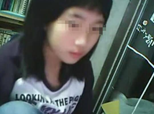 【jc ロリ】中学生ぐらいの少女が乳首を晒し上げてしまうハプニングwww