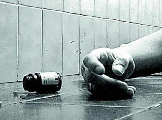 【グロ動画】殺鼠剤で服毒自殺を図った男 血を吐いてぶるぶる震えながら死亡する・・・