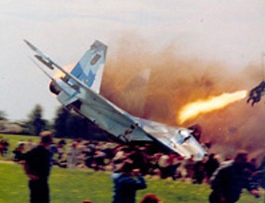 目の前に戦闘機が墜落して大爆発して77人が死亡したリヴィウ航空ショー