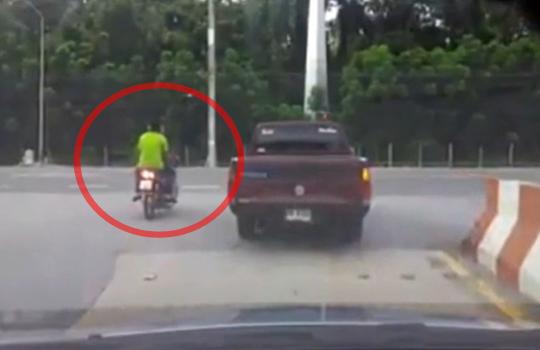 【事故映像】一瞬にして消えた二人乗りバイク・・・世界一人を殺してる乗り物は多分トラック…