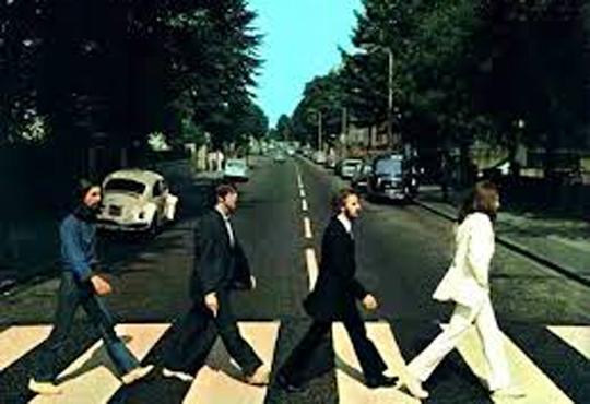 【ショッキング】ビートルズのアビーロード横断歩道で女性が轢かれる・・・
