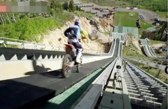 【神業】バイク神業動画!スキージャンプをバイクで飛んでみたwww