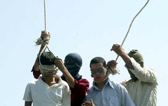 【閲覧注意】イランで民衆の悲鳴が響き渡る中公開首吊り・・・