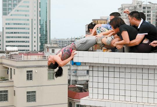【自殺】下にプールがあるからといって助かるとは限らない…