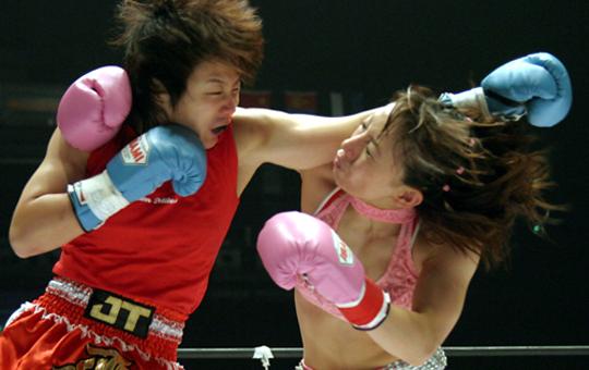 【女性喧嘩】女の喧嘩怖すぎw腕が脱臼してるのにその腕で殴る・・・