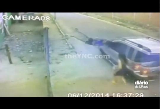 【事故映像】友人が瞬間移動した!と思ったら車に轢かれてた件・・・