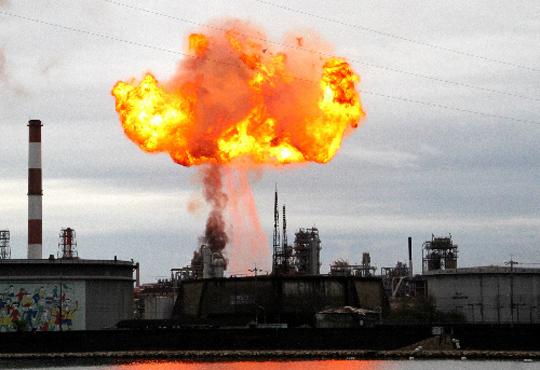 【ハプニング】もしも工場の爆発事故が目の前で起こったら・・・