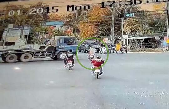 【事故映像】瞬間移動!?って思うくらい一瞬で死んだ男性・・・
