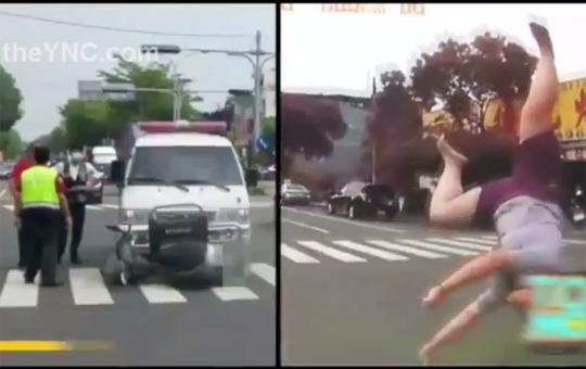 【事故映像】原付が正面衝突!小太りの女性ってすっごい転がるんだな