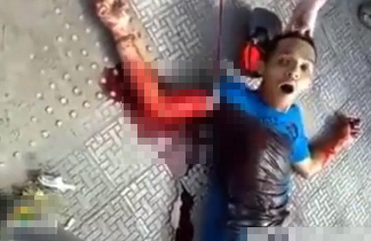 【グロ注意】刺された少年が苦しんで息を引き取るまで・・・動画有り