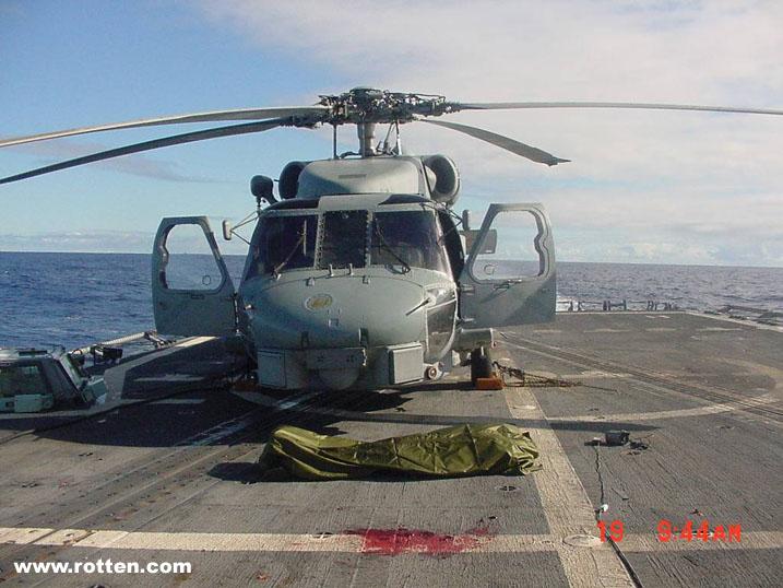 【グロ画像】稼働しているヘリコプターの回転翼に人間の頭が当たるとこうなる・・・ ※閲覧注意