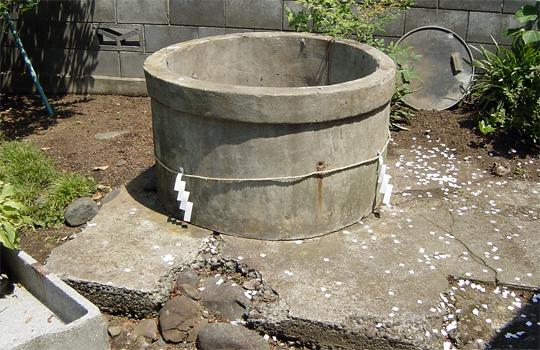 【グロ画像】行方不明から2時間後に井戸の中で水死体で発見された幼児