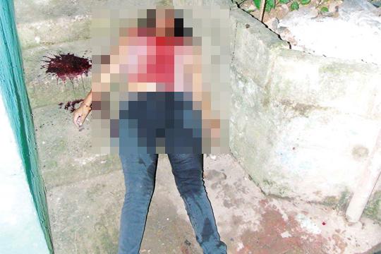 【閲覧注意】24歳の女の子は彼を怒らせてブッ殺され、オシッコを漏らして死んだ。(画像3枚)