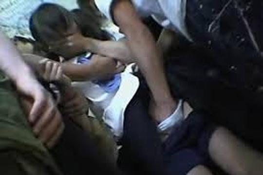 【レイプ動画】透け透けボディコン着たFカップ巨乳ギャルをバス内で集団レイプ…