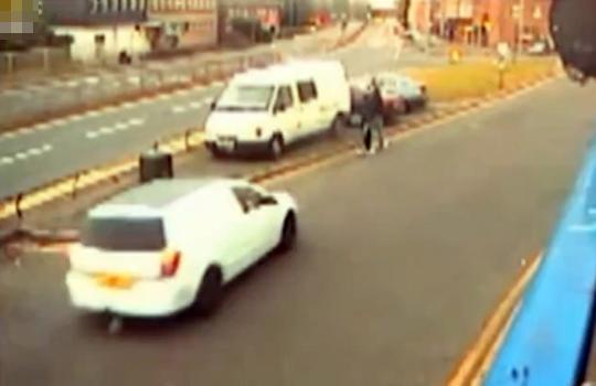 【衝撃映像:犯罪】意図的に人を跳ねる瞬間・・・