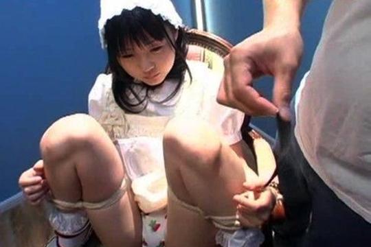 【エロ拷問】 電流とか媚薬を使って、幼いお嬢ちゃんをブっ壊す映像。もちろん閲覧注意。