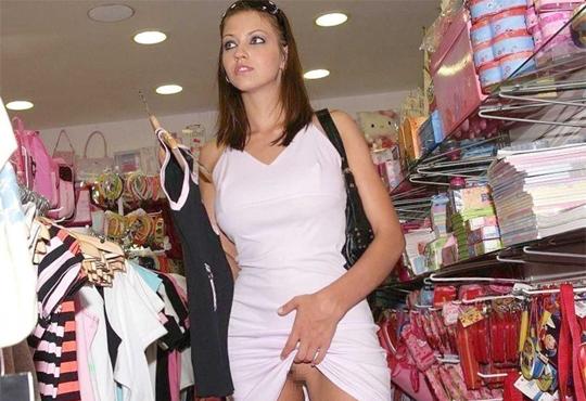 【エロ画像】スーパーで露出する美女ってどこの国でもいるんだね。(画像18枚)