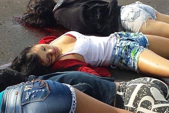 【閲覧注意】若い美女4人の死体が道路に転がってんだけど 画像あり