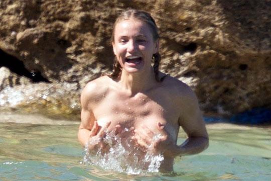 【流出】キャメロンディアスのプライベート水着ポロリ画像w