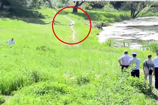 【閲覧注意】ピンを抜いた手榴弾の上に覆い被さった男の映像ヤバすぎ