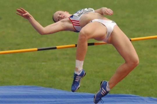 【微エロ】綺麗な女子スポーツ選手が競技中、股開いた時とかに撮れるエロ画像