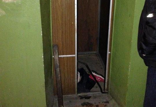 【閲覧注意】エレベーターで20歳の女の子が砕ける死亡事故