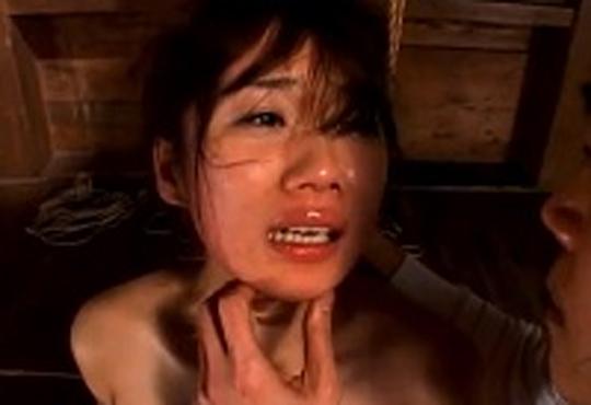【エロ拷問】美女にガチビンタ!号泣する顔でフル勃起してしまった・・・
