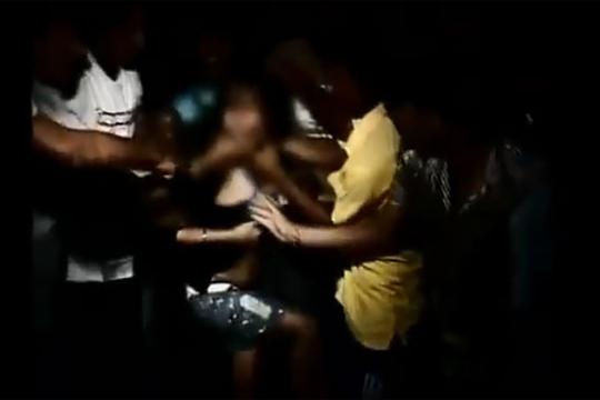 【本物レイプ 】まずはご覧下さい・・・目を背けたくなるインドの集団強●映像!!!※閲覧注意