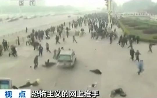 【グロ注意】中国天安門広場でジープ暴走!人を轢きまくる・・・