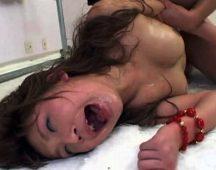 【本物レイプ】薬漬けでおかしくなった女性を犯すハメ撮りレイプ映像・・・