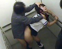 【本物レイプ】エレベーターの中でガチのレイプに遭う女性