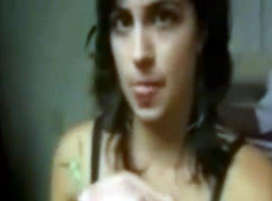 【閲覧注意】可愛い美少女が生きてるカマキリ食べてるんだけど・・・
