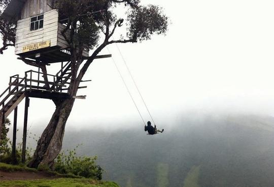 【衝撃画像】エクアドルの標高2000mブランコがヤバいwww