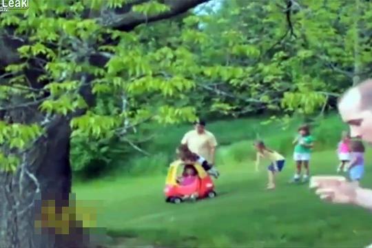 【衝撃映像】子供のミニカーが坂の下の子供に向かって暴走!・・・まさかの結末w