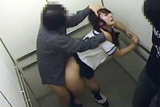 【本物レイプ】エレベーターの中でガチのレ◯プに遭う女性【動画】