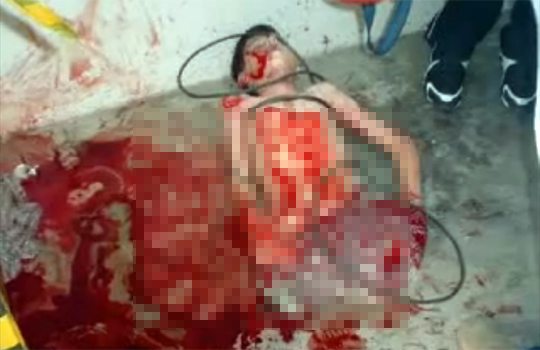 【グロ動画:殺人】友人に殺されてバラバラに・・・屋根裏に隠されてた12歳少年が発見される
