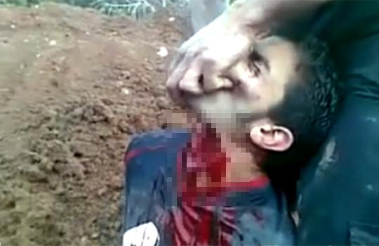 【グロ動画:シリア】生きたままナイフで首を切断・・・ビクビク痙攣してる((((;゚Д゚))))