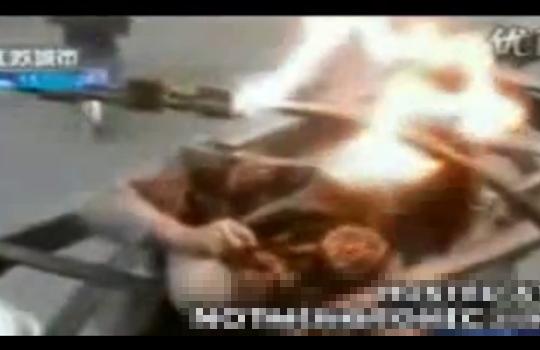 【自殺】中国人女性が感電死・・・手から顔に稲妻が走ってる!?
