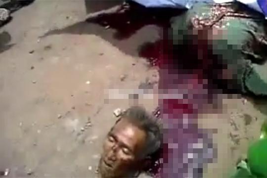 【グロ動画】首をバッサリ斬られ殺された老人・・・