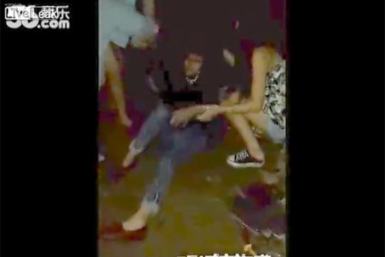 【いじめ映像】若い女性のいじめが酷すぎる・・・手加減が一切無い