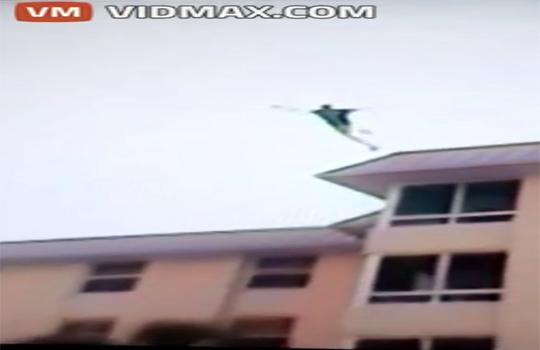 【グロ注意】ホテルの屋上からプールにジャンプ!両足の骨が粉砕・・・