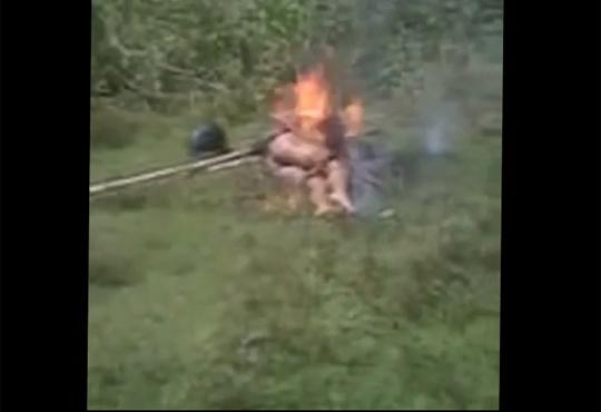 【グロ動画】罪人をフルボッコにして生きたまま焼き殺す一部始終