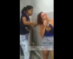 【虐め】泣いてる女の子の髪の毛を切る胸糞いじめ映像・・・